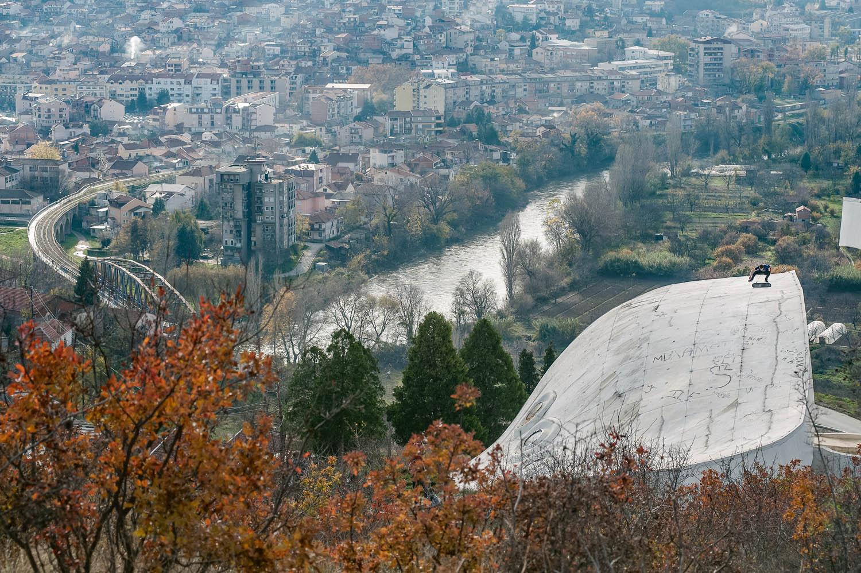 Dima_Shatalov_fs_flip_white_monument_Veles_Makedonia