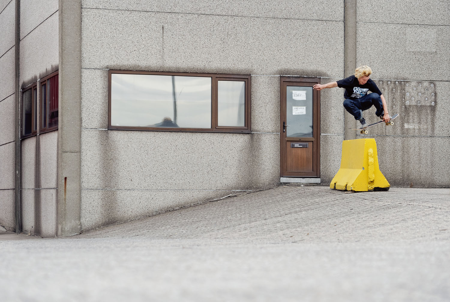 Samu_Karvonen_Switch_Wallie_Mute_Antwerp_Grab_NotSharpened_AdobeRGB_3131 DVL